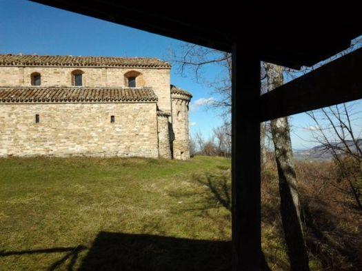 Sant'Angelo di Montespino, a Montefortino, ascoltando il vento e il racconto della leggenda del re ranocchio